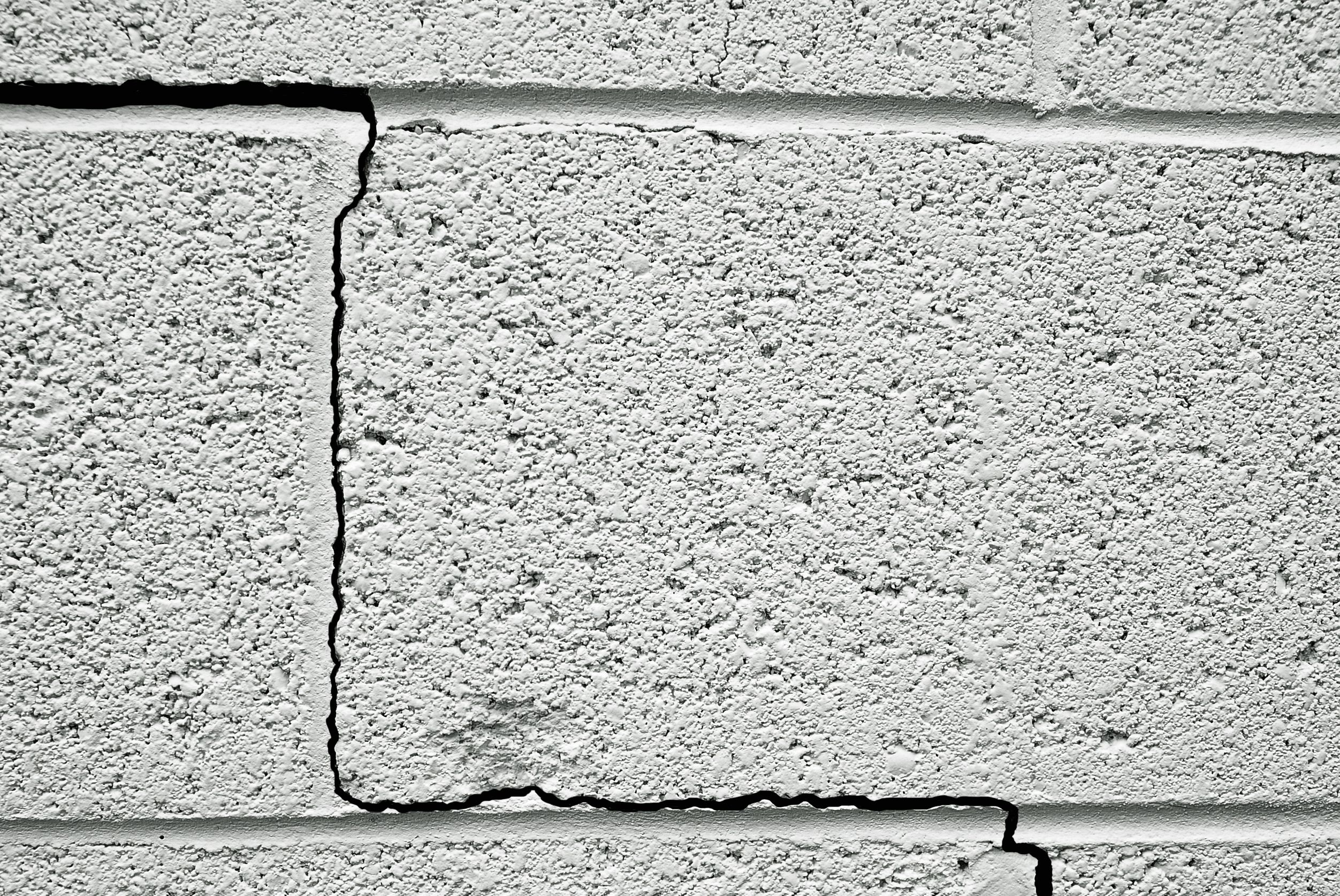 14034045 - crack in a concrete building foundation